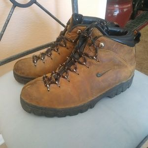Nike vintage acg hiking boots mens sz 9.5